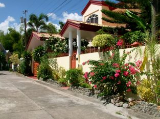 HOUSE FOR SALE IN A SUBDIVISION