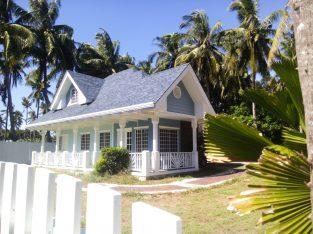 HOUSE FOR SALE NEAR THE BEACH