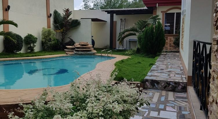HOUSE WITH POOL FOR SALE IN VALENCIA